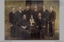 1932 - Rodzina Dronszczyków z Boguszowic. Wszyscy synowie byli pracownikami naszej kopalni - (foto ze zbiorów L.Waleczek)