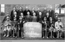 """1941 - II Kurs strzałowych na kopalni """"Blücherschächte"""" – (foto ze zbiorów użytkownika strony)"""