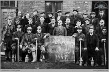 """1941 - III Kurs strzałowych na kopalni """"Blücherschächte"""" – (foto ze zbiorów kopalni/A. Karwota)"""
