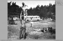 """Lata 60-te ub. - W ośrodku wypoczynkowym """"Górnik"""" w Kątach Rybackich - (foto ze zbiorów Domu Kultury w Boguszowicach-Osiedlu)"""