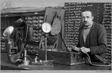 Lata 60-te ub. wieku - Kontrola aparatu ratowniczego na Kopalnianej Stacji Ratownictwa Górniczego - (foto ze zbiorów kopalni/P. Głusiec)