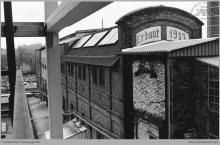 Lata 70-te ub. - Jeden z najstarszych napisów na budynku kotłowni, zachowany do naszych czasów – (foto ze zbiorów M. Semana)