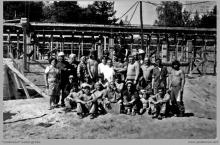 """1974 - 1) Pracownicy KWK """"Jankowice"""" oddelegowani do budowy nowego ośrodka wypoczynkowego w Kątach Rybackich - (foto dostarczone przez L. Adamczyka)"""