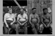 """1974 - 4) Pracownicy KWK """"Jankowice"""" oddelegowani do budowy nowego ośrodka wypoczynkowego w Kątach Rybackich - (foto dostarczone przez L. Adamczyka)"""