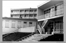 """1975 - 1) Nowo wybudowany ośrodek wypoczynkowy """"Górnik"""" w Kątach Rybackich - (foto dostarczone przez L. Adamczyka)"""
