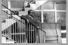"""1975 - 2) Ośrodek wypoczynkowy """"Górnik"""" w Kątach Rybackich i kierownik budowy - (foto dostarczone przez L. Adamczyka)"""