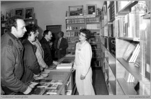 Lata 80-te ub. wieku - 3) Otwarcie księgarni przy szybie VI - (ze zbiorów kopalni/fot. Zenon Keller)