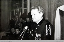 """1980 - 2) Poświęcenie sztandaru Niezależnego Samorządnego Związku Zawodowego """"Solidarność"""" w KWK """"Jankowice"""" - dyrektor kopalni mgr inż. Hubert Kasperek – (foto ze zbiorów J. Raszki)"""