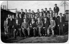 Zespół KS Szyby Jankowice z działaczami po zdobyciu pucharu w Rydułtowach - 1937