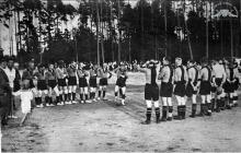 Drużyna KS Szyby Jankowice w Boguszowicach przed meczem w Godowie -1934