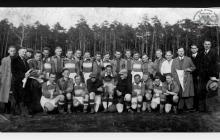 Drużyna KS Szyby Jankowice w Boguszowicach po meczu z Sokol Skřečoň (Czechy) - 1936