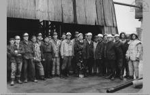1969 - Pierwszy sztych łopatą dyrektora kopalni mgr inż. Ludwika Jurasa przy głębieniu szybu 7 - (foto ze zbiorów kopalni)