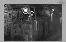 Lata 70-te ub. - Dołowa lokomotywa elektryczna przewodowa – (foto ze zbiorów D. Kurczaka)