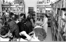 Lata 80-te ub. wieku - 2) Otwarcie księgarni przy szybie VI - (ze zbiorów kopalni/fot. Zenon Keller)