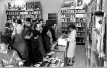 Lata 80-te ub. wieku - 4) Otwarcie księgarni przy szybie VI - (ze zbiorów kopalni/fot. Zenon Keller)