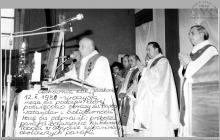 1980 - 2) Poświęcenie obrazu św. Barbary na cechowni szybu VI przez ks. Edwarda Tobolę, proboszcza parafii Boguszowice – (foto ze zbiorów kopalni)