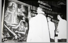 1980 - 3) Poświęcenie obrazu św. Barbary na cechowni szybu VI przez ks. Edwarda Tobolę, proboszcza parafii Boguszowice – (foto ze zbiorów kopalni)