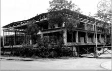 """Lata 90-te ub. wieku - Budowa pływalni krytej przez kopalnię """"Jankowice"""" - (foto ze zbiorów M. Semana)"""