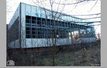 2007 - Niszczejący budynek pływalni krytej. Brak środków na ukończenie budowy przez kopalnię - (fot. T.Gacek)