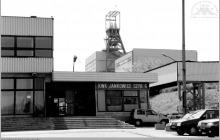 1998 - Brama główna rejonu szybu VI - (foto ze zbiorów kopalni)